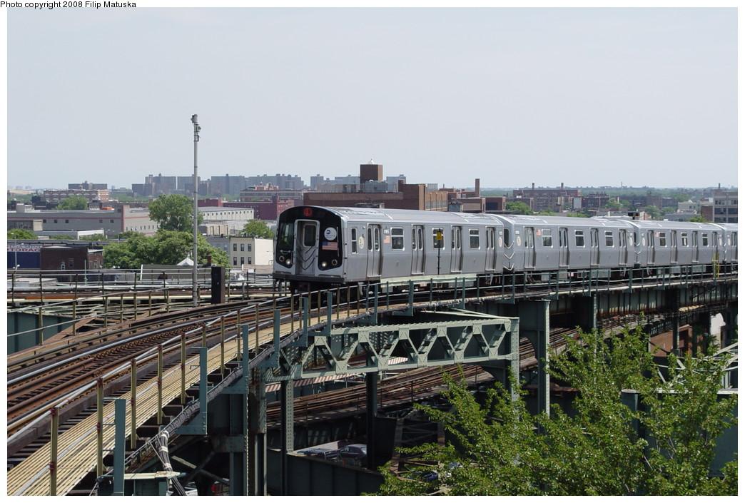 (222k, 1044x705)<br><b>Country:</b> United States<br><b>City:</b> New York<br><b>System:</b> New York City Transit<br><b>Line:</b> BMT Canarsie Line<br><b>Location:</b> Broadway Junction <br><b>Route:</b> L<br><b>Car:</b> R-143 (Kawasaki, 2001-2002) 8155 <br><b>Photo by:</b> Filip Matuska<br><b>Date:</b> 6/7/2007<br><b>Viewed (this week/total):</b> 1 / 2053