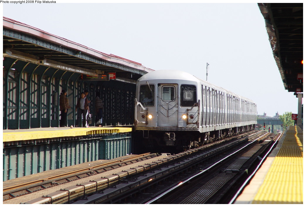 (203k, 1044x705)<br><b>Country:</b> United States<br><b>City:</b> New York<br><b>System:</b> New York City Transit<br><b>Line:</b> BMT Canarsie Line<br><b>Location:</b> Sutter Avenue <br><b>Route:</b> L<br><b>Car:</b> R-42 (St. Louis, 1969-1970)  4771 <br><b>Photo by:</b> Filip Matuska<br><b>Date:</b> 6/7/2007<br><b>Viewed (this week/total):</b> 0 / 2031