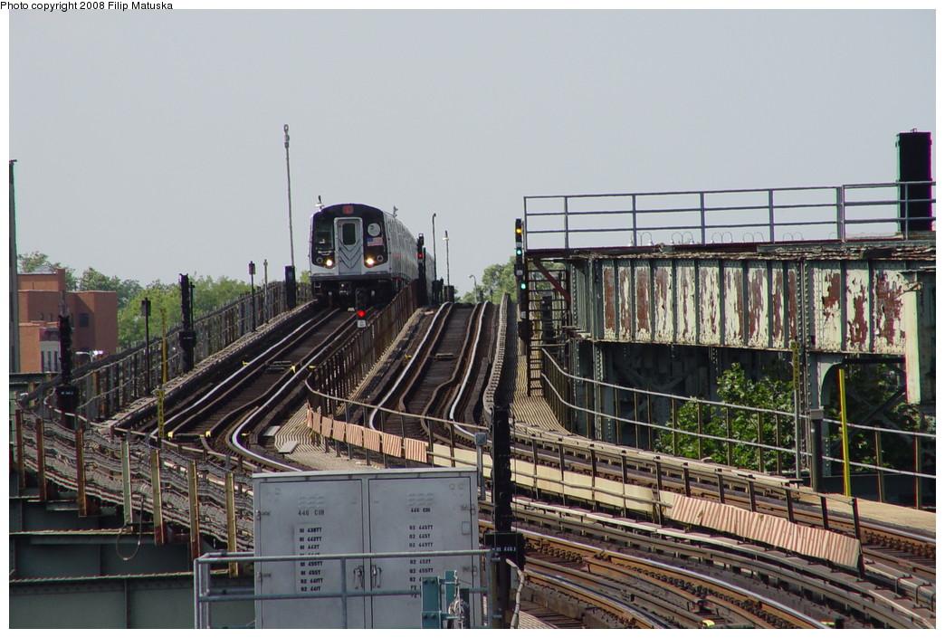 (220k, 1044x705)<br><b>Country:</b> United States<br><b>City:</b> New York<br><b>System:</b> New York City Transit<br><b>Line:</b> BMT Canarsie Line<br><b>Location:</b> Sutter Avenue <br><b>Route:</b> L<br><b>Car:</b> R-143 (Kawasaki, 2001-2002)  <br><b>Photo by:</b> Filip Matuska<br><b>Date:</b> 6/7/2007<br><b>Viewed (this week/total):</b> 3 / 2257
