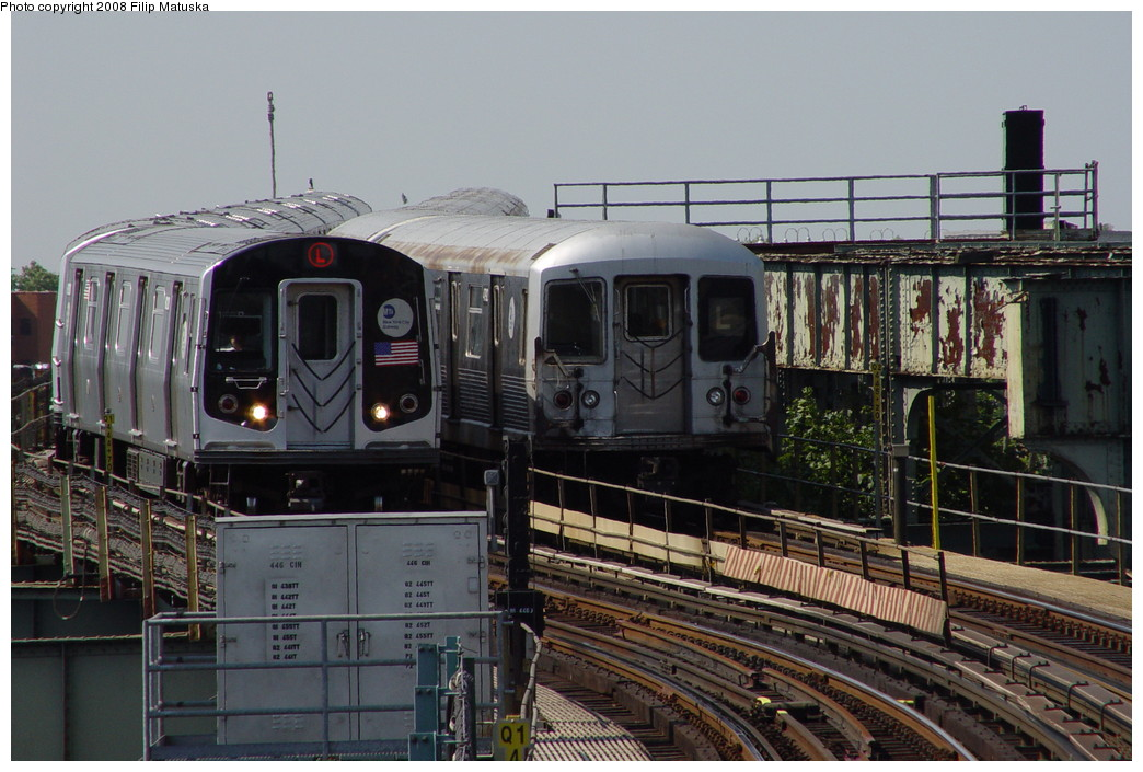 (211k, 1044x705)<br><b>Country:</b> United States<br><b>City:</b> New York<br><b>System:</b> New York City Transit<br><b>Line:</b> BMT Canarsie Line<br><b>Location:</b> Sutter Avenue <br><b>Photo by:</b> Filip Matuska<br><b>Date:</b> 6/7/2007<br><b>Viewed (this week/total):</b> 1 / 1657