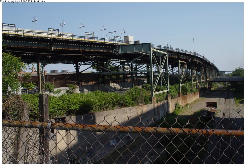 (244k, 1044x705)<br><b>Country:</b> United States<br><b>City:</b> New York<br><b>System:</b> New York City Transit<br><b>Line:</b> BMT Canarsie Line<br><b>Location:</b> Atlantic Avenue <br><b>Photo by:</b> Filip Matuska<br><b>Date:</b> 6/7/2007<br><b>Viewed (this week/total):</b> 0 / 2287