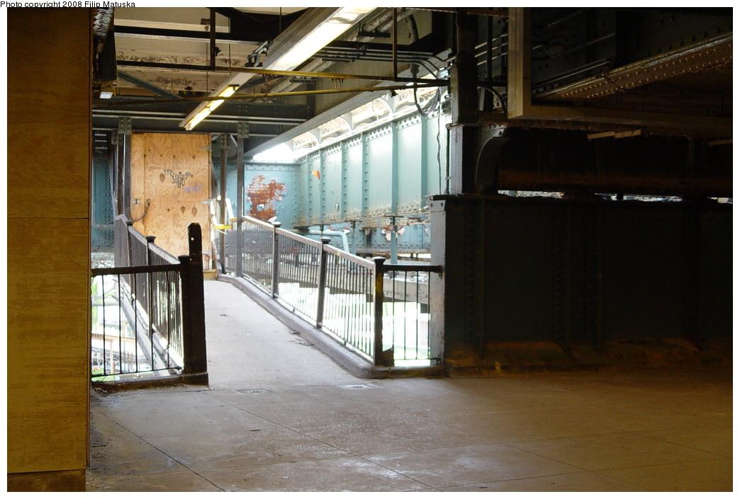 (201k, 1044x705)<br><b>Country:</b> United States<br><b>City:</b> New York<br><b>System:</b> New York City Transit<br><b>Line:</b> BMT Canarsie Line<br><b>Location:</b> Atlantic Avenue <br><b>Photo by:</b> Filip Matuska<br><b>Date:</b> 6/7/2007<br><b>Viewed (this week/total):</b> 0 / 1631
