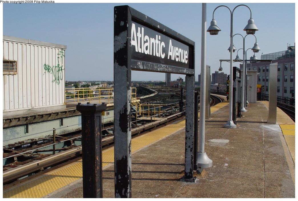 (241k, 1044x705)<br><b>Country:</b> United States<br><b>City:</b> New York<br><b>System:</b> New York City Transit<br><b>Line:</b> BMT Canarsie Line<br><b>Location:</b> Atlantic Avenue <br><b>Photo by:</b> Filip Matuska<br><b>Date:</b> 6/7/2007<br><b>Viewed (this week/total):</b> 1 / 1205