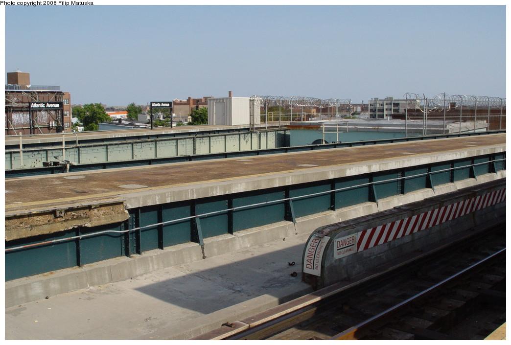 (189k, 1044x705)<br><b>Country:</b> United States<br><b>City:</b> New York<br><b>System:</b> New York City Transit<br><b>Line:</b> BMT Canarsie Line<br><b>Location:</b> Atlantic Avenue <br><b>Photo by:</b> Filip Matuska<br><b>Date:</b> 6/7/2007<br><b>Viewed (this week/total):</b> 1 / 1688