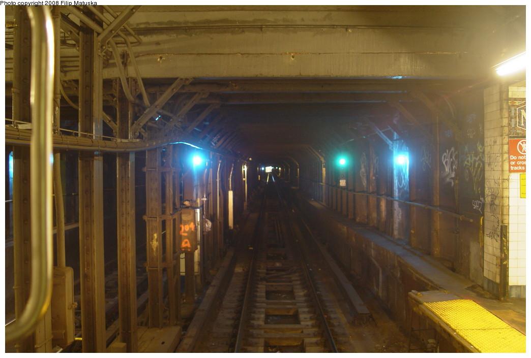 (169k, 1044x705)<br><b>Country:</b> United States<br><b>City:</b> New York<br><b>System:</b> New York City Transit<br><b>Line:</b> BMT Canarsie Line<br><b>Location:</b> Montrose Avenue <br><b>Photo by:</b> Filip Matuska<br><b>Date:</b> 6/7/2007<br><b>Viewed (this week/total):</b> 4 / 2812