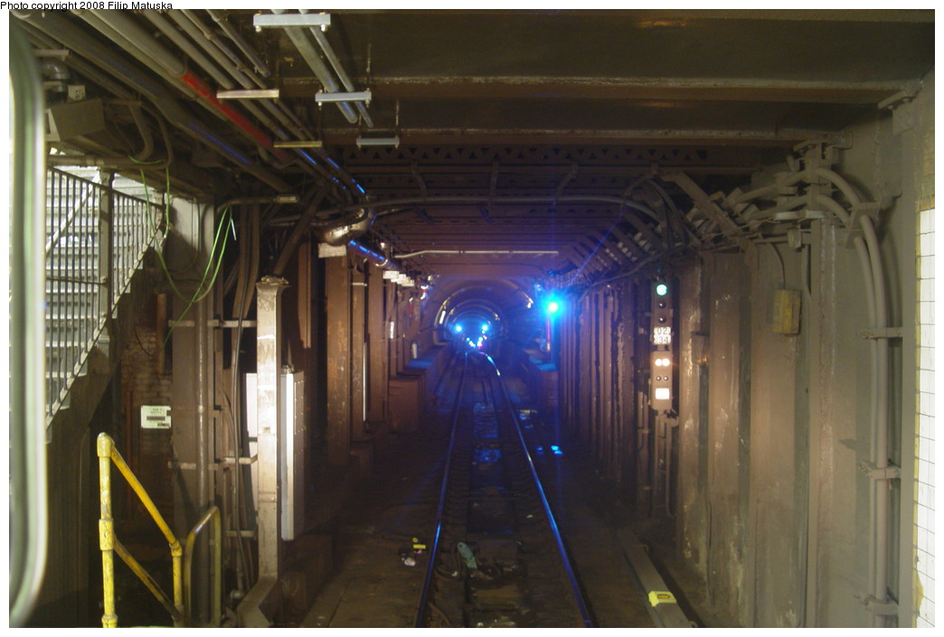 (173k, 1044x705)<br><b>Country:</b> United States<br><b>City:</b> New York<br><b>System:</b> New York City Transit<br><b>Line:</b> BMT Canarsie Line<br><b>Location:</b> 6th Avenue <br><b>Photo by:</b> Filip Matuska<br><b>Date:</b> 6/8/2007<br><b>Viewed (this week/total):</b> 3 / 2813