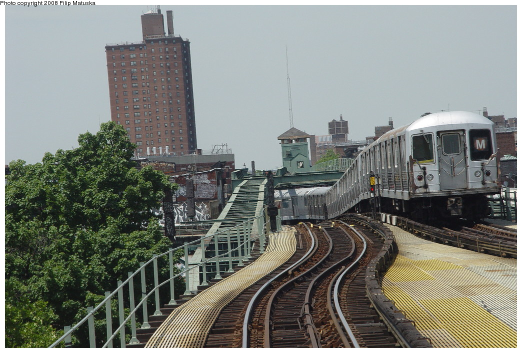 (244k, 1044x705)<br><b>Country:</b> United States<br><b>City:</b> New York<br><b>System:</b> New York City Transit<br><b>Line:</b> BMT Myrtle Avenue Line<br><b>Location:</b> Myrtle-Broadway Connecting Track <br><b>Route:</b> M<br><b>Car:</b> R-42 (St. Louis, 1969-1970)   <br><b>Photo by:</b> Filip Matuska<br><b>Date:</b> 6/7/2007<br><b>Notes:</b> Southbound M train approaching junction with Jamaica line, passing underneath original Myrtle trackways.<br><b>Viewed (this week/total):</b> 5 / 2777