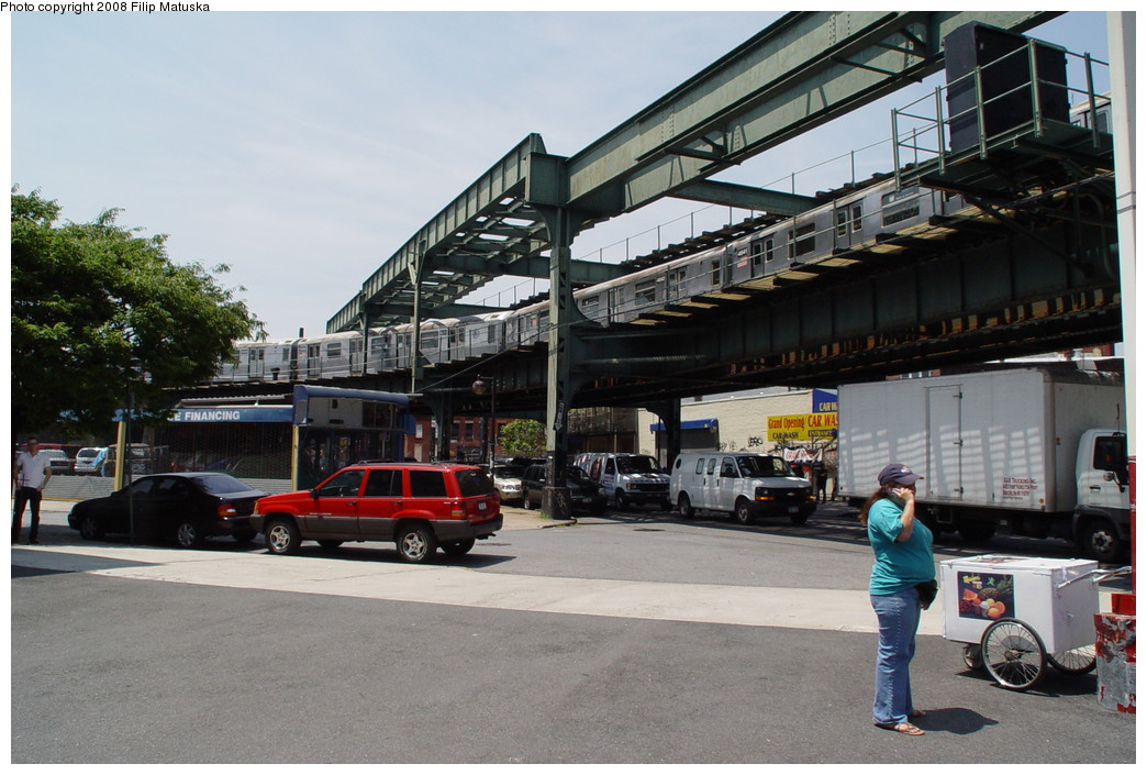 (208k, 1044x705)<br><b>Country:</b> United States<br><b>City:</b> New York<br><b>System:</b> New York City Transit<br><b>Line:</b> BMT Myrtle Avenue Line<br><b>Location:</b> Myrtle-Broadway Connecting Track <br><b>Route:</b> M<br><b>Car:</b> R-42 (St. Louis, 1969-1970)   <br><b>Photo by:</b> Filip Matuska<br><b>Date:</b> 6/7/2007<br><b>Notes:</b> M train passing underneath original Myrtle trackways near the junction with the Jamaica line.<br><b>Viewed (this week/total):</b> 2 / 3570