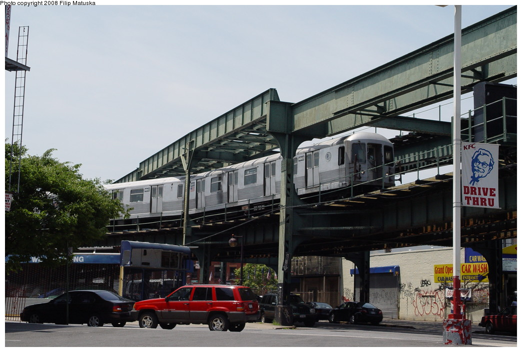 (197k, 1044x705)<br><b>Country:</b> United States<br><b>City:</b> New York<br><b>System:</b> New York City Transit<br><b>Line:</b> BMT Myrtle Avenue Line<br><b>Location:</b> Myrtle-Broadway Connecting Track <br><b>Route:</b> M<br><b>Car:</b> R-42 (St. Louis, 1969-1970)  4643 <br><b>Photo by:</b> Filip Matuska<br><b>Date:</b> 6/7/2007<br><b>Notes:</b> M train passing underneath original Myrtle trackways near the junction with the Jamaica line.<br><b>Viewed (this week/total):</b> 7 / 2704