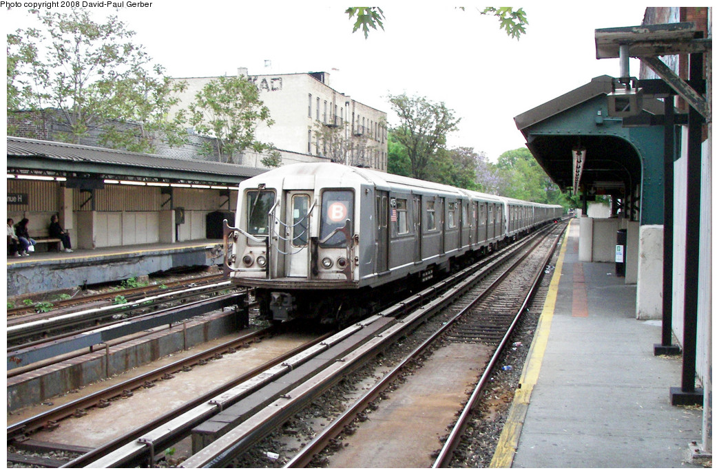 (308k, 1044x690)<br><b>Country:</b> United States<br><b>City:</b> New York<br><b>System:</b> New York City Transit<br><b>Line:</b> BMT Brighton Line<br><b>Location:</b> Avenue H <br><b>Route:</b> B<br><b>Car:</b> R-40 (St. Louis, 1968)  4175 <br><b>Photo by:</b> David-Paul Gerber<br><b>Date:</b> 5/15/2008<br><b>Viewed (this week/total):</b> 0 / 1800