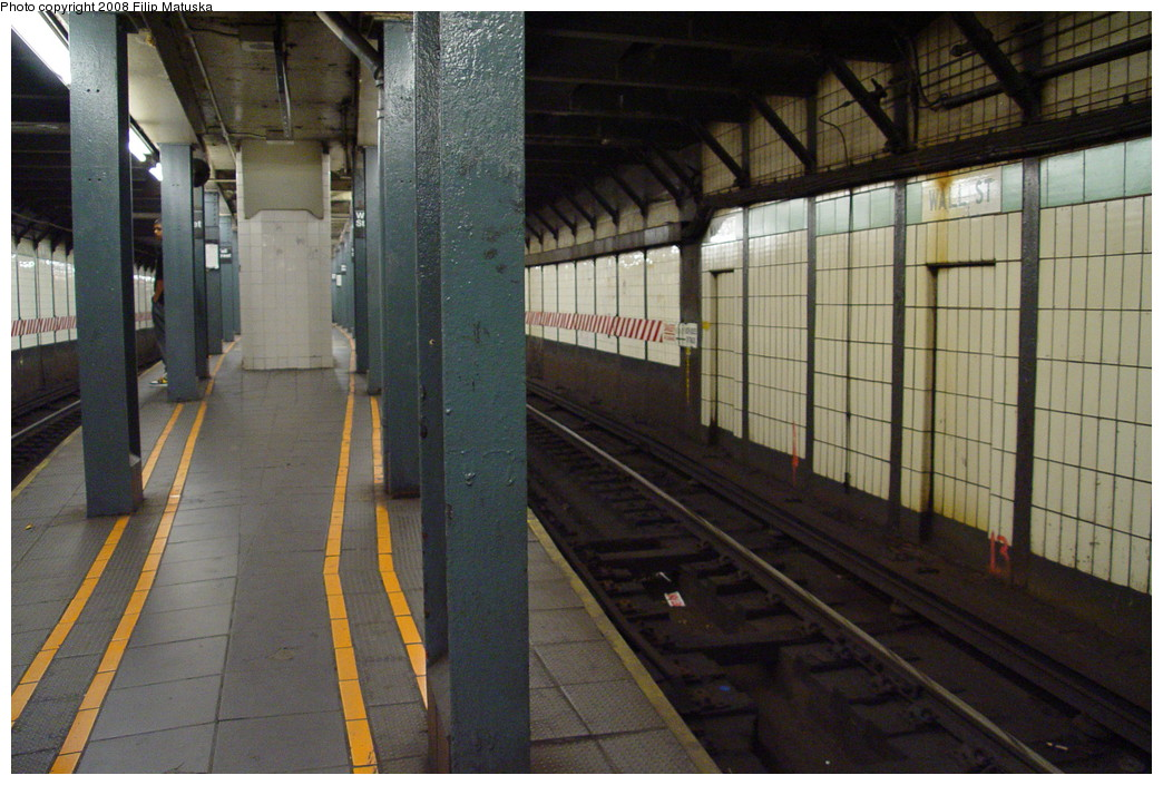 (217k, 1044x705)<br><b>Country:</b> United States<br><b>City:</b> New York<br><b>System:</b> New York City Transit<br><b>Line:</b> IRT West Side Line<br><b>Location:</b> Wall Street <br><b>Photo by:</b> Filip Matuska<br><b>Date:</b> 6/8/2007<br><b>Viewed (this week/total):</b> 4 / 2624