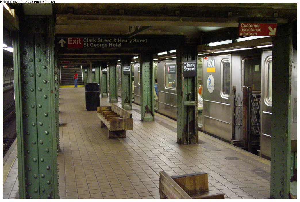 (273k, 1044x705)<br><b>Country:</b> United States<br><b>City:</b> New York<br><b>System:</b> New York City Transit<br><b>Line:</b> IRT Brooklyn Line<br><b>Location:</b> Clark Street <br><b>Route:</b> 3<br><b>Car:</b> R-62 (Kawasaki, 1983-1985)  1501 <br><b>Photo by:</b> Filip Matuska<br><b>Date:</b> 6/8/2007<br><b>Viewed (this week/total):</b> 4 / 2742
