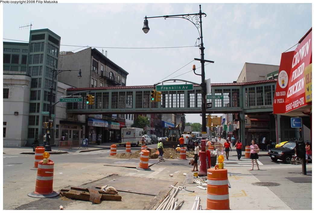 (213k, 1044x705)<br><b>Country:</b> United States<br><b>City:</b> New York<br><b>System:</b> New York City Transit<br><b>Line:</b> BMT Franklin<br><b>Location:</b> Franklin Avenue <br><b>Photo by:</b> Filip Matuska<br><b>Date:</b> 6/8/2007<br><b>Notes:</b> Overpass to Shuttle.<br><b>Viewed (this week/total):</b> 0 / 3144