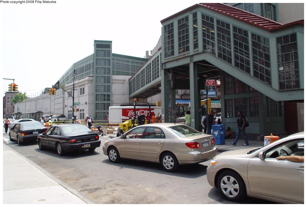 (189k, 1044x705)<br><b>Country:</b> United States<br><b>City:</b> New York<br><b>System:</b> New York City Transit<br><b>Line:</b> BMT Franklin<br><b>Location:</b> Franklin Avenue <br><b>Photo by:</b> Filip Matuska<br><b>Date:</b> 6/8/2007<br><b>Notes:</b> Overpass to Shuttle.<br><b>Viewed (this week/total):</b> 0 / 2446