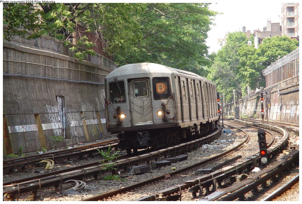 (325k, 1044x705)<br><b>Country:</b> United States<br><b>City:</b> New York<br><b>System:</b> New York City Transit<br><b>Line:</b> BMT Brighton Line<br><b>Location:</b> Parkside Avenue <br><b>Route:</b> B<br><b>Car:</b> R-40M (St. Louis, 1969)   <br><b>Photo by:</b> Filip Matuska<br><b>Date:</b> 6/8/2007<br><b>Viewed (this week/total):</b> 1 / 2123