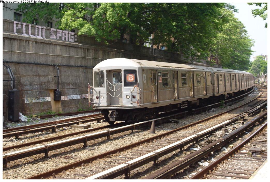 (285k, 1044x705)<br><b>Country:</b> United States<br><b>City:</b> New York<br><b>System:</b> New York City Transit<br><b>Line:</b> BMT Brighton Line<br><b>Location:</b> Parkside Avenue <br><b>Route:</b> B<br><b>Car:</b> R-40M (St. Louis, 1969)  4497 <br><b>Photo by:</b> Filip Matuska<br><b>Date:</b> 6/8/2007<br><b>Viewed (this week/total):</b> 1 / 1620