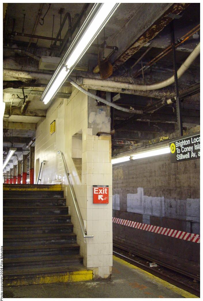 (218k, 705x1044)<br><b>Country:</b> United States<br><b>City:</b> New York<br><b>System:</b> New York City Transit<br><b>Line:</b> BMT Brighton Line<br><b>Location:</b> Newkirk Plaza (fmrly Newkirk Ave.) <br><b>Photo by:</b> Filip Matuska<br><b>Date:</b> 6/8/2007<br><b>Viewed (this week/total):</b> 0 / 1290