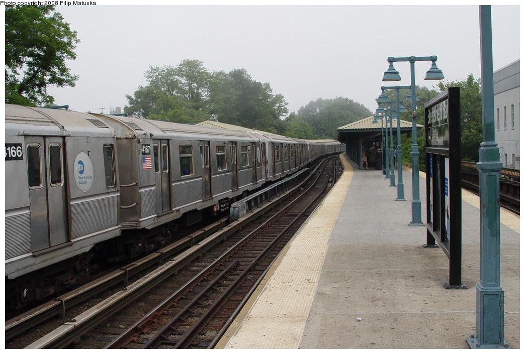 (211k, 1044x705)<br><b>Country:</b> United States<br><b>City:</b> New York<br><b>System:</b> New York City Transit<br><b>Line:</b> BMT Brighton Line<br><b>Location:</b> Sheepshead Bay <br><b>Route:</b> B<br><b>Car:</b> R-40 (St. Louis, 1968)  4167 <br><b>Photo by:</b> Filip Matuska<br><b>Date:</b> 6/8/2007<br><b>Viewed (this week/total):</b> 2 / 1338