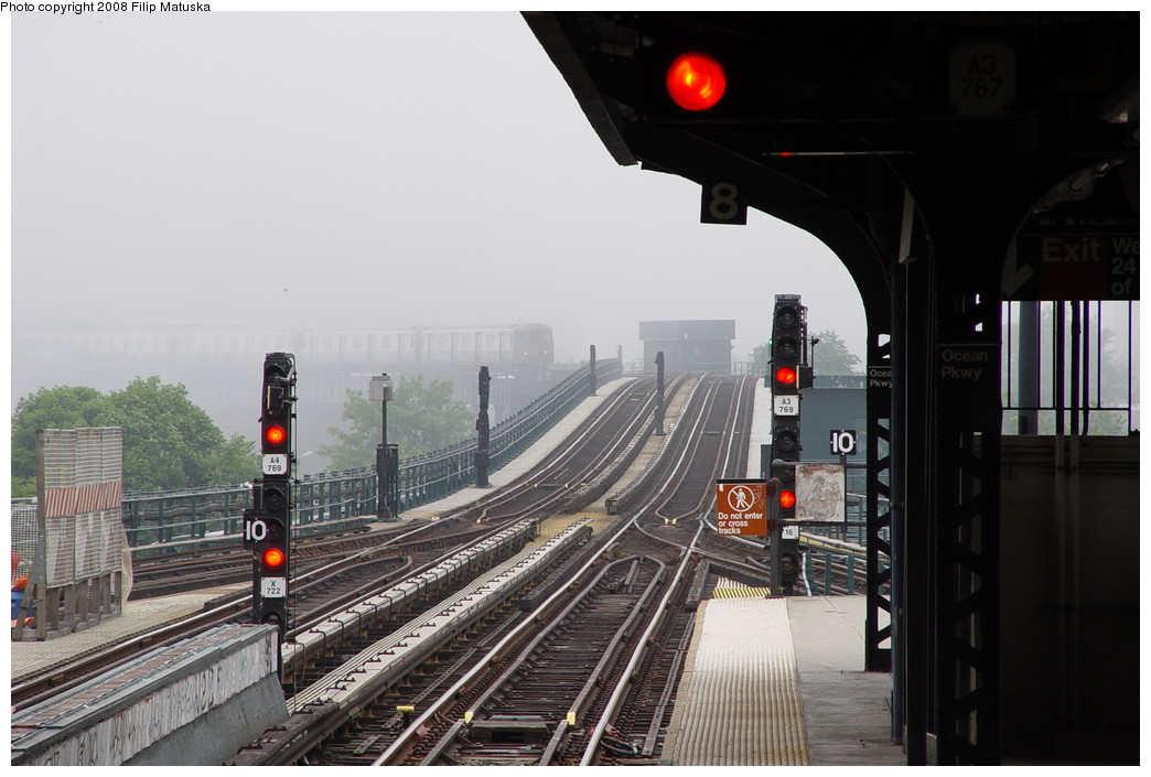 (172k, 1044x705)<br><b>Country:</b> United States<br><b>City:</b> New York<br><b>System:</b> New York City Transit<br><b>Line:</b> BMT Brighton Line<br><b>Location:</b> Ocean Parkway <br><b>Route:</b> Q<br><b>Car:</b> R-68/R-68A Series (Number Unknown)  <br><b>Photo by:</b> Filip Matuska<br><b>Date:</b> 6/8/2007<br><b>Viewed (this week/total):</b> 1 / 1943