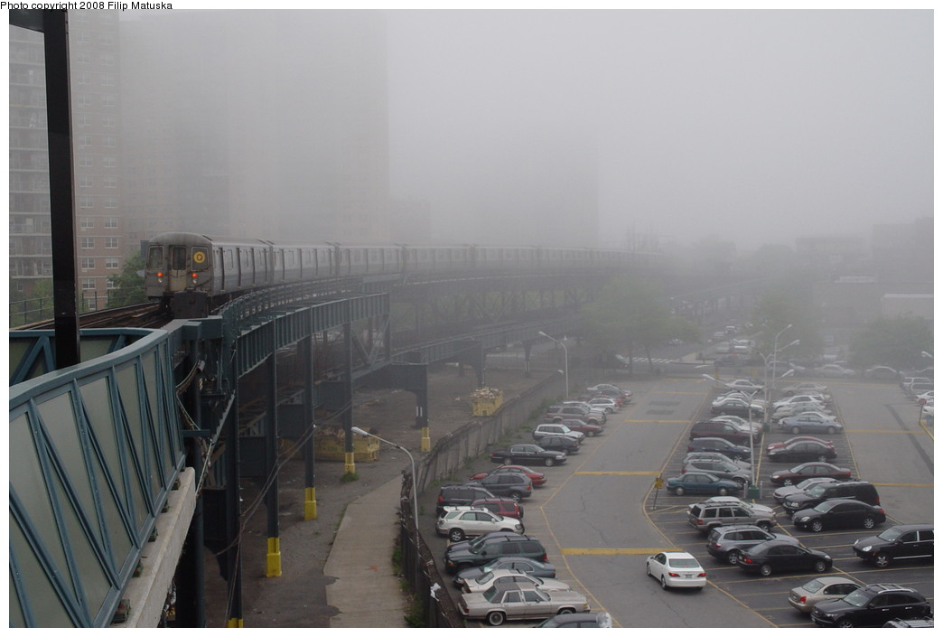 (133k, 1044x705)<br><b>Country:</b> United States<br><b>City:</b> New York<br><b>System:</b> New York City Transit<br><b>Line:</b> BMT Brighton Line<br><b>Location:</b> West 8th Street <br><b>Route:</b> Q<br><b>Car:</b> R-68/R-68A Series (Number Unknown)  <br><b>Photo by:</b> Filip Matuska<br><b>Date:</b> 6/8/2007<br><b>Viewed (this week/total):</b> 0 / 2209