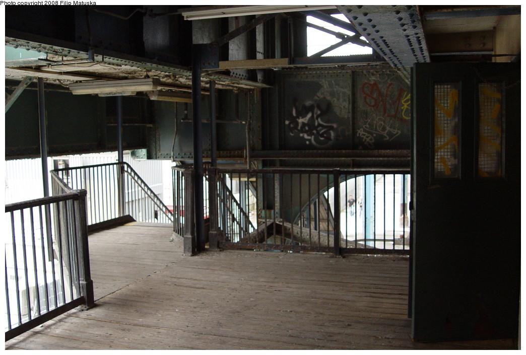 (189k, 1044x705)<br><b>Country:</b> United States<br><b>City:</b> New York<br><b>System:</b> New York City Transit<br><b>Line:</b> BMT Culver Line<br><b>Location:</b> Ditmas Avenue <br><b>Photo by:</b> Filip Matuska<br><b>Date:</b> 6/8/2007<br><b>Viewed (this week/total):</b> 0 / 1198