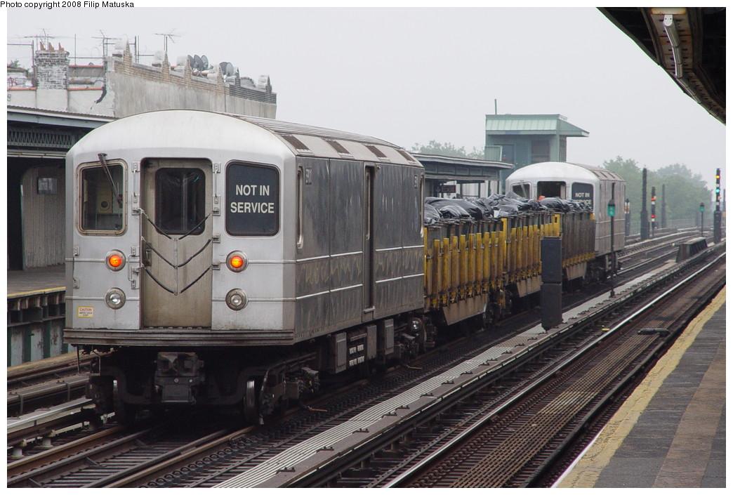 (205k, 1044x705)<br><b>Country:</b> United States<br><b>City:</b> New York<br><b>System:</b> New York City Transit<br><b>Line:</b> BMT Culver Line<br><b>Location:</b> Ditmas Avenue <br><b>Route:</b> Work Service<br><b>Car:</b> R-127/R-134 (Kawasaki, 1991-1996) EP010 <br><b>Photo by:</b> Filip Matuska<br><b>Date:</b> 6/9/2007<br><b>Viewed (this week/total):</b> 3 / 1419