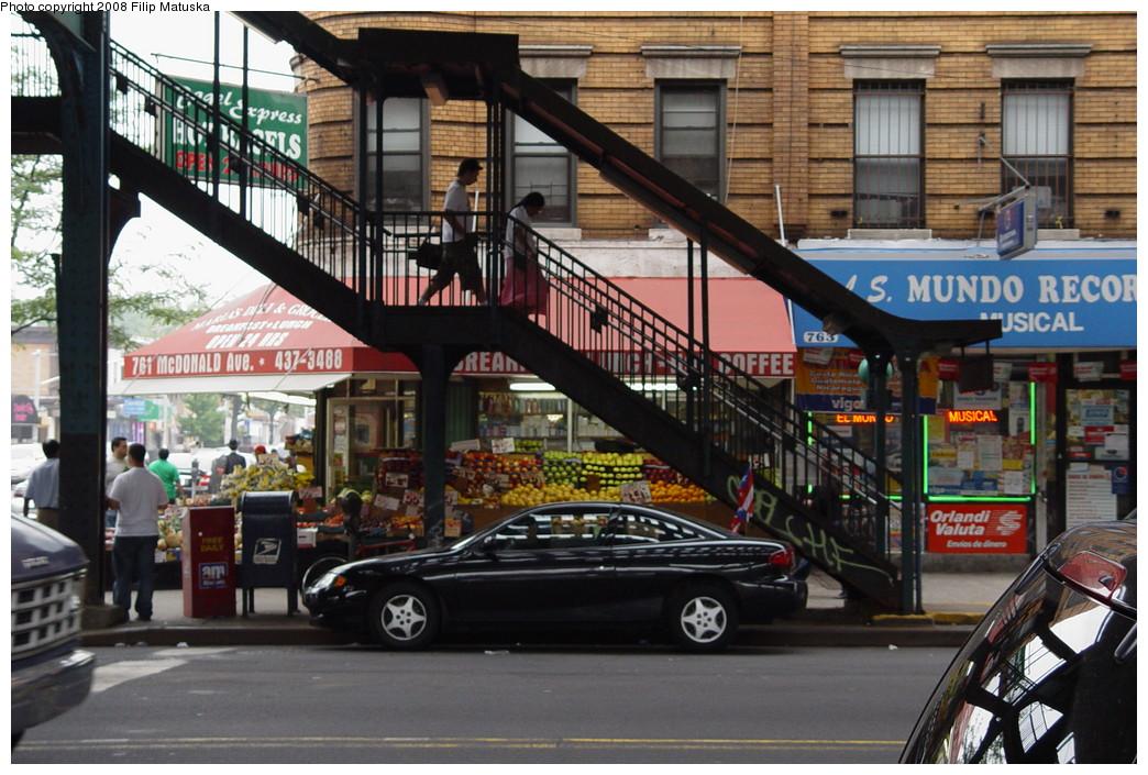 (238k, 1044x705)<br><b>Country:</b> United States<br><b>City:</b> New York<br><b>System:</b> New York City Transit<br><b>Line:</b> BMT Culver Line<br><b>Location:</b> Ditmas Avenue <br><b>Photo by:</b> Filip Matuska<br><b>Date:</b> 6/9/2007<br><b>Viewed (this week/total):</b> 0 / 1289