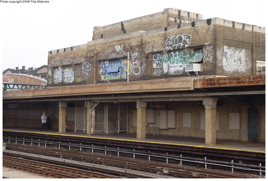 (230k, 1044x705)<br><b>Country:</b> United States<br><b>City:</b> New York<br><b>System:</b> New York City Transit<br><b>Line:</b> IND Crosstown Line<br><b>Location:</b> 4th Avenue <br><b>Photo by:</b> Filip Matuska<br><b>Date:</b> 6/9/2007<br><b>Viewed (this week/total):</b> 1 / 1241