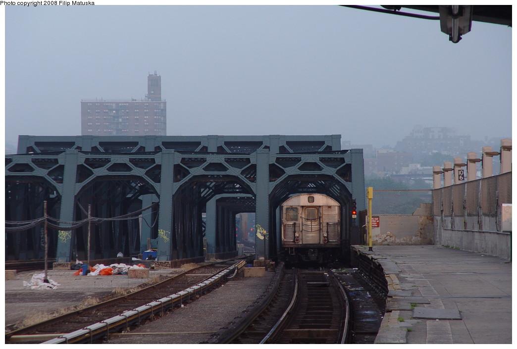 (157k, 1044x705)<br><b>Country:</b> United States<br><b>City:</b> New York<br><b>System:</b> New York City Transit<br><b>Line:</b> IND Crosstown Line<br><b>Location:</b> Smith/9th Street <br><b>Route:</b> F<br><b>Car:</b> R-32 (Budd, 1964)   <br><b>Photo by:</b> Filip Matuska<br><b>Date:</b> 6/9/2007<br><b>Viewed (this week/total):</b> 3 / 2027