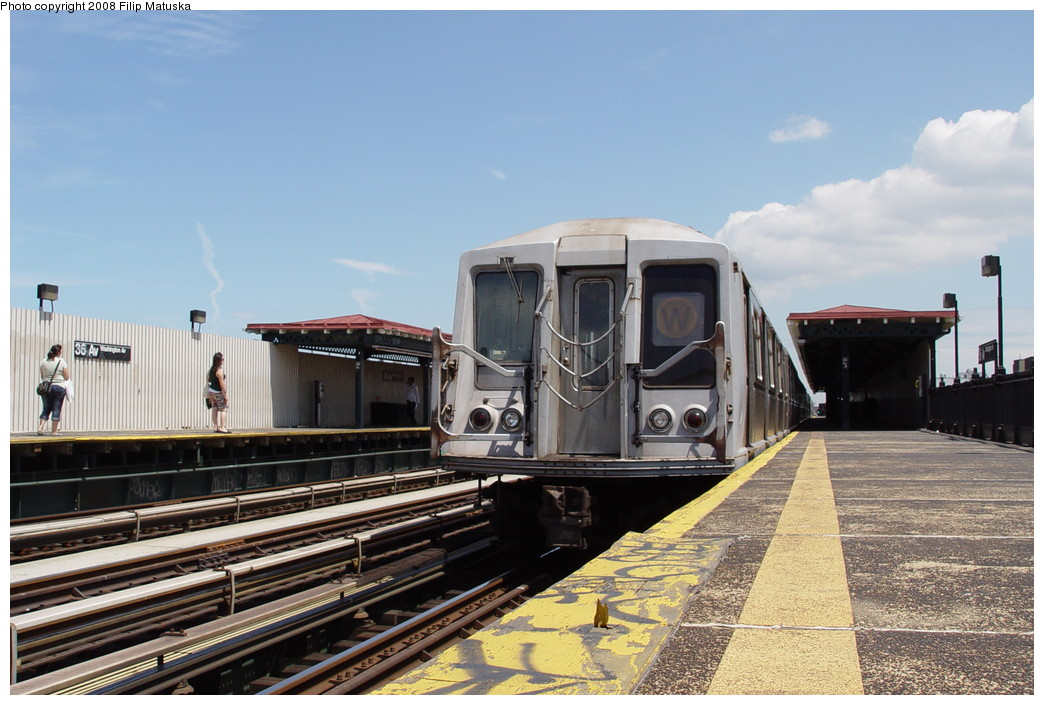(198k, 1044x705)<br><b>Country:</b> United States<br><b>City:</b> New York<br><b>System:</b> New York City Transit<br><b>Line:</b> BMT Astoria Line<br><b>Location:</b> 36th/Washington Aves. <br><b>Route:</b> W<br><b>Car:</b> R-40 (St. Louis, 1968)   <br><b>Photo by:</b> Filip Matuska<br><b>Date:</b> 6/11/2007<br><b>Viewed (this week/total):</b> 0 / 1446
