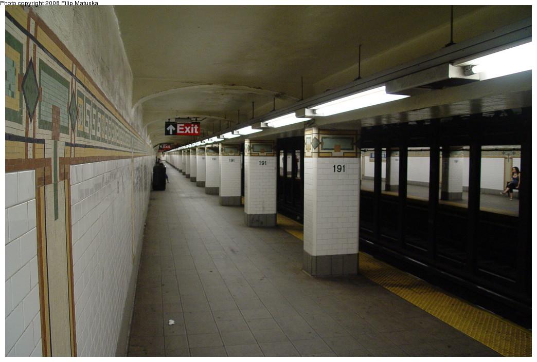 (172k, 1044x705)<br><b>Country:</b> United States<br><b>City:</b> New York<br><b>System:</b> New York City Transit<br><b>Line:</b> IRT West Side Line<br><b>Location:</b> 191st Street <br><b>Photo by:</b> Filip Matuska<br><b>Date:</b> 6/10/2007<br><b>Viewed (this week/total):</b> 0 / 2667