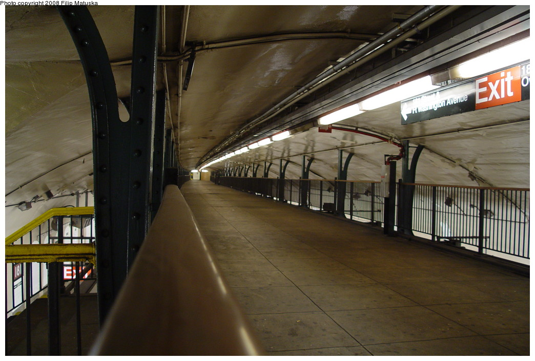 (187k, 1044x705)<br><b>Country:</b> United States<br><b>City:</b> New York<br><b>System:</b> New York City Transit<br><b>Line:</b> IND 8th Avenue Line<br><b>Location:</b> 181st Street <br><b>Photo by:</b> Filip Matuska<br><b>Date:</b> 6/10/2007<br><b>Viewed (this week/total):</b> 0 / 1302