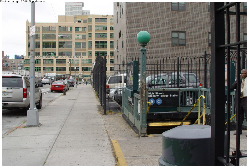 (223k, 1044x705)<br><b>Country:</b> United States<br><b>City:</b> New York<br><b>System:</b> New York City Transit<br><b>Line:</b> IND 8th Avenue Line<br><b>Location:</b> High Street/Brooklyn Bridge <br><b>Photo by:</b> Filip Matuska<br><b>Date:</b> 6/10/2007<br><b>Viewed (this week/total):</b> 0 / 2935