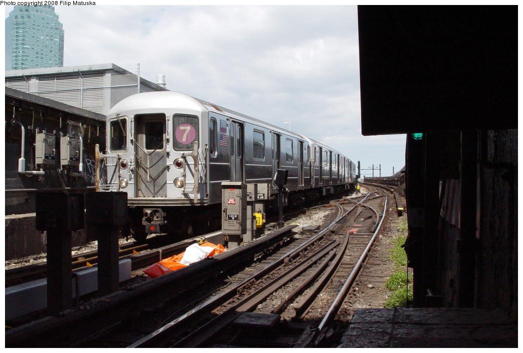 (199k, 1044x705)<br><b>Country:</b> United States<br><b>City:</b> New York<br><b>System:</b> New York City Transit<br><b>Line:</b> IRT Flushing Line<br><b>Location:</b> Hunterspoint Avenue <br><b>Route:</b> 7<br><b>Car:</b> R-62A (Bombardier, 1984-1987)  1765 <br><b>Photo by:</b> Filip Matuska<br><b>Date:</b> 6/11/2007<br><b>Viewed (this week/total):</b> 2 / 2020