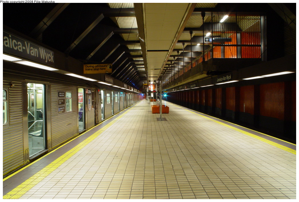 (213k, 1044x705)<br><b>Country:</b> United States<br><b>City:</b> New York<br><b>System:</b> New York City Transit<br><b>Line:</b> IND Queens Boulevard Line<br><b>Location:</b> Jamaica/Van Wyck <br><b>Route:</b> E<br><b>Car:</b> R-32 (Budd, 1964)  3754 <br><b>Photo by:</b> Filip Matuska<br><b>Date:</b> 6/11/2007<br><b>Viewed (this week/total):</b> 0 / 1872