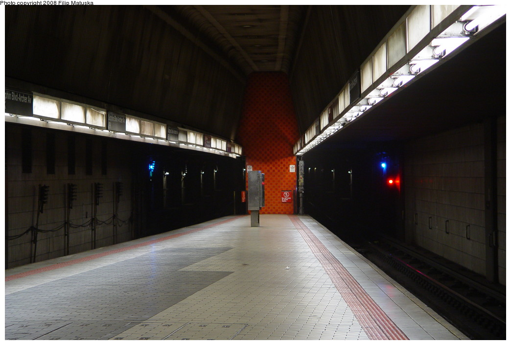 (157k, 1044x705)<br><b>Country:</b> United States<br><b>City:</b> New York<br><b>System:</b> New York City Transit<br><b>Line:</b> IND Queens Boulevard Line<br><b>Location:</b> Sutphin Blvd.-Archer Ave./JFK <br><b>Photo by:</b> Filip Matuska<br><b>Date:</b> 6/11/2007<br><b>Notes:</b> Upper level<br><b>Viewed (this week/total):</b> 2 / 1945