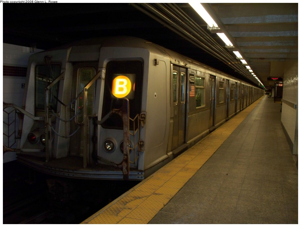 (160k, 1044x789)<br><b>Country:</b> United States<br><b>City:</b> New York<br><b>System:</b> New York City Transit<br><b>Line:</b> IND 8th Avenue Line<br><b>Location:</b> 207th Street <br><b>Route:</b> B<br><b>Car:</b> R-40 (St. Louis, 1968)  4335 <br><b>Photo by:</b> Glenn L. Rowe<br><b>Date:</b> 5/23/2008<br><b>Viewed (this week/total):</b> 0 / 1687
