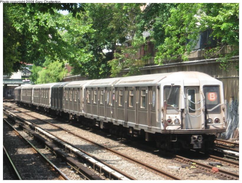 (186k, 820x620)<br><b>Country:</b> United States<br><b>City:</b> New York<br><b>System:</b> New York City Transit<br><b>Line:</b> BMT Brighton Line<br><b>Location:</b> Cortelyou Road <br><b>Route:</b> B<br><b>Car:</b> R-40 (St. Louis, 1968)  4333 <br><b>Photo by:</b> Gary Chatterton<br><b>Date:</b> 5/21/2008<br><b>Viewed (this week/total):</b> 0 / 1705