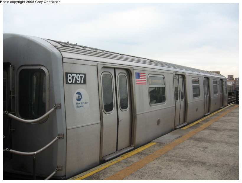 (96k, 820x620)<br><b>Country:</b> United States<br><b>City:</b> New York<br><b>System:</b> New York City Transit<br><b>Line:</b> BMT Astoria Line<br><b>Location:</b> Broadway <br><b>Route:</b> N<br><b>Car:</b> R-160B (Kawasaki, 2005-2008)  8797 <br><b>Photo by:</b> Gary Chatterton<br><b>Date:</b> 5/21/2008<br><b>Viewed (this week/total):</b> 0 / 1721