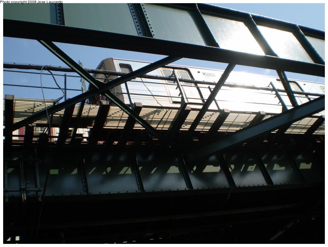 (182k, 1044x788)<br><b>Country:</b> United States<br><b>City:</b> New York<br><b>System:</b> New York City Transit<br><b>Line:</b> BMT Astoria Line<br><b>Location:</b> Ditmars Boulevard <br><b>Route:</b> N<br><b>Car:</b> R-68 (Westinghouse-Amrail, 1986-1988)  2898 <br><b>Photo by:</b> Jose Lauzardo<br><b>Date:</b> 5/17/2008<br><b>Viewed (this week/total):</b> 0 / 2537
