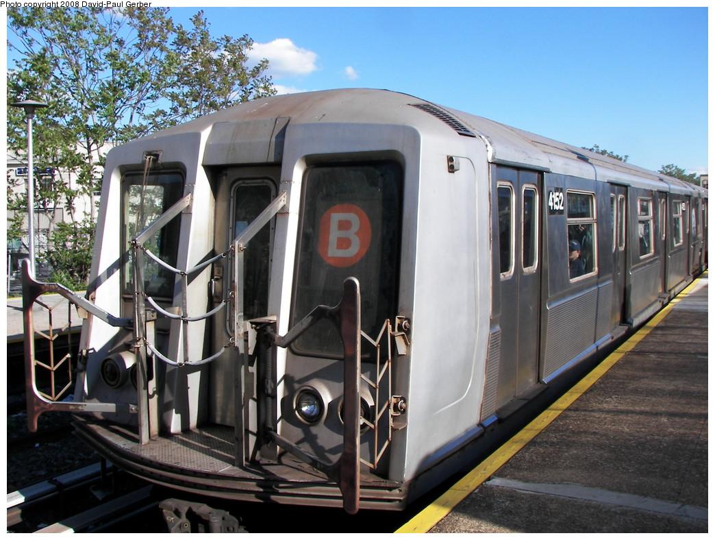 (304k, 1044x788)<br><b>Country:</b> United States<br><b>City:</b> New York<br><b>System:</b> New York City Transit<br><b>Line:</b> BMT Brighton Line<br><b>Location:</b> Kings Highway <br><b>Route:</b> B<br><b>Car:</b> R-40 (St. Louis, 1968)  4152 <br><b>Photo by:</b> David-Paul Gerber<br><b>Date:</b> 5/23/2008<br><b>Viewed (this week/total):</b> 0 / 1211