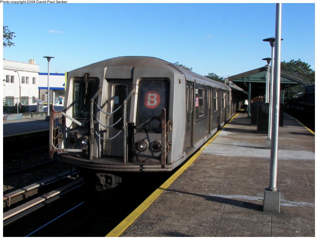 (256k, 1044x788)<br><b>Country:</b> United States<br><b>City:</b> New York<br><b>System:</b> New York City Transit<br><b>Line:</b> BMT Brighton Line<br><b>Location:</b> Kings Highway <br><b>Route:</b> B<br><b>Car:</b> R-40 (St. Louis, 1968)  4347 <br><b>Photo by:</b> David-Paul Gerber<br><b>Date:</b> 5/23/2008<br><b>Viewed (this week/total):</b> 1 / 1080
