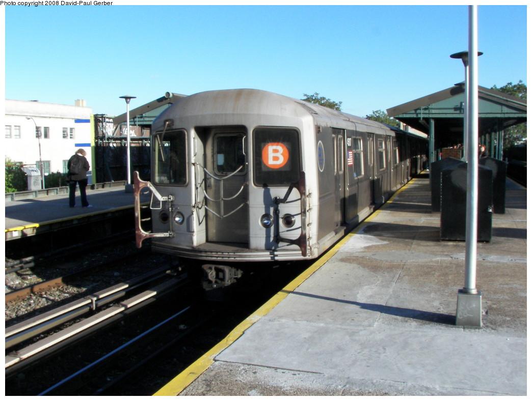(250k, 1044x788)<br><b>Country:</b> United States<br><b>City:</b> New York<br><b>System:</b> New York City Transit<br><b>Line:</b> BMT Brighton Line<br><b>Location:</b> Kings Highway <br><b>Route:</b> B<br><b>Car:</b> R-40M (St. Louis, 1969)  4517 <br><b>Photo by:</b> David-Paul Gerber<br><b>Date:</b> 5/23/2008<br><b>Viewed (this week/total):</b> 0 / 1332