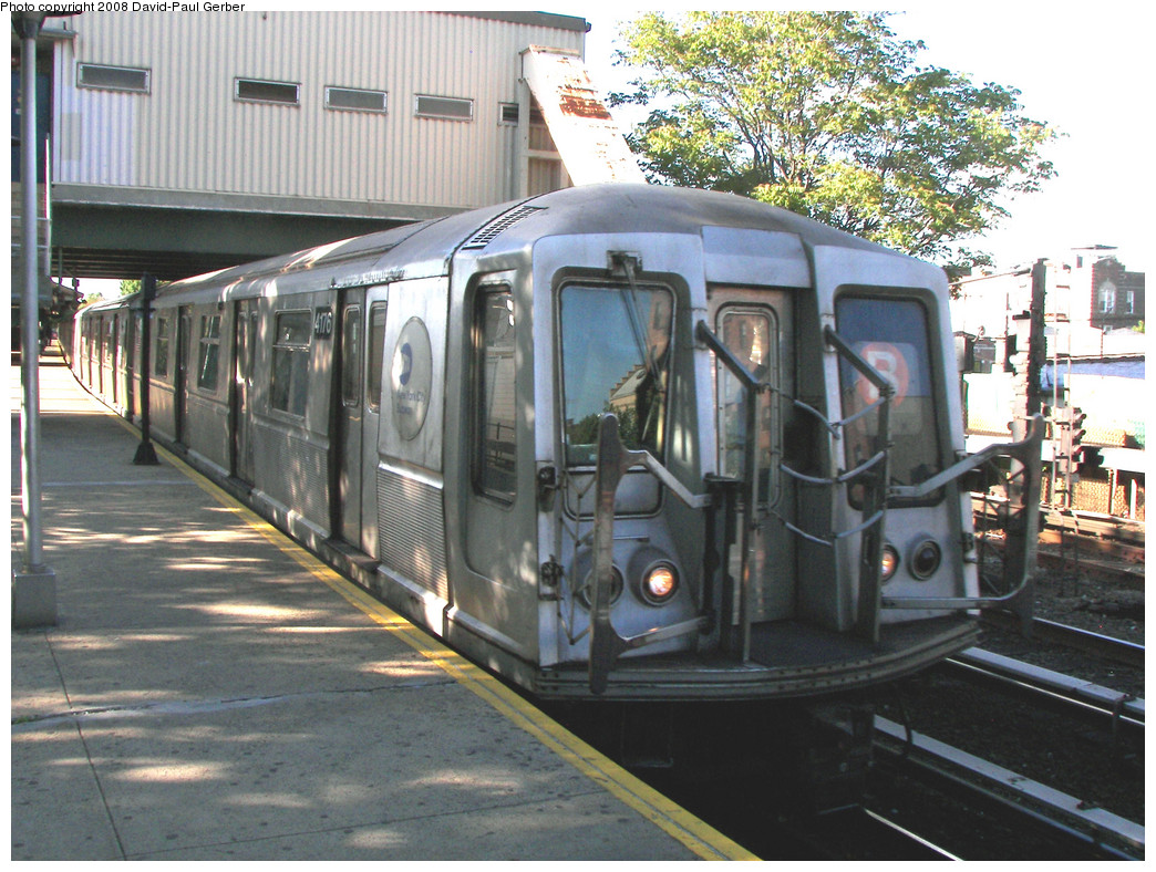 (325k, 1044x788)<br><b>Country:</b> United States<br><b>City:</b> New York<br><b>System:</b> New York City Transit<br><b>Line:</b> BMT Brighton Line<br><b>Location:</b> Kings Highway <br><b>Route:</b> B<br><b>Car:</b> R-40 (St. Louis, 1968)  4176 <br><b>Photo by:</b> David-Paul Gerber<br><b>Date:</b> 5/23/2008<br><b>Viewed (this week/total):</b> 2 / 1249