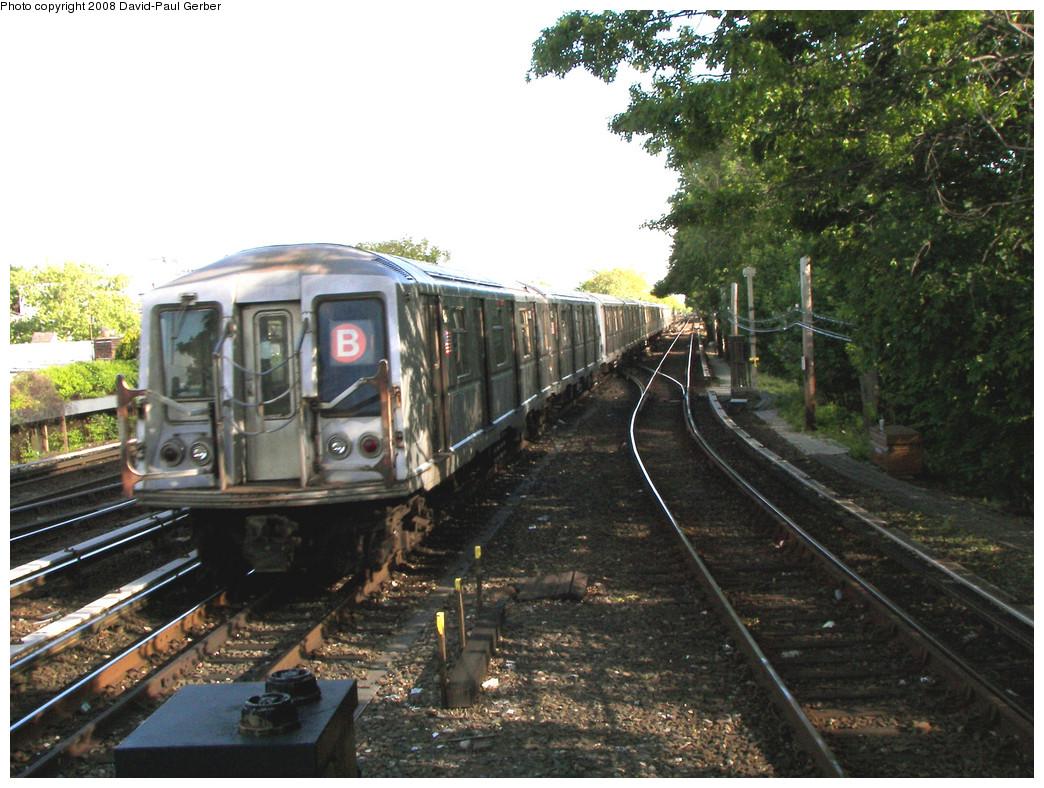 (307k, 1044x788)<br><b>Country:</b> United States<br><b>City:</b> New York<br><b>System:</b> New York City Transit<br><b>Line:</b> BMT Brighton Line<br><b>Location:</b> Kings Highway <br><b>Route:</b> B<br><b>Car:</b> R-40 (St. Louis, 1968)   <br><b>Photo by:</b> David-Paul Gerber<br><b>Date:</b> 5/23/2008<br><b>Viewed (this week/total):</b> 0 / 1397