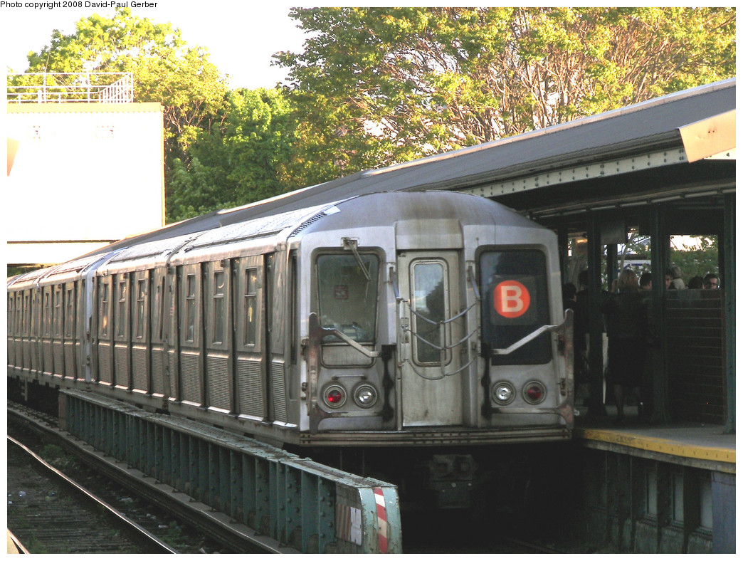(342k, 1044x788)<br><b>Country:</b> United States<br><b>City:</b> New York<br><b>System:</b> New York City Transit<br><b>Line:</b> BMT Brighton Line<br><b>Location:</b> Kings Highway <br><b>Route:</b> B<br><b>Car:</b> R-40 (St. Louis, 1968)  4367 <br><b>Photo by:</b> David-Paul Gerber<br><b>Date:</b> 5/23/2008<br><b>Viewed (this week/total):</b> 0 / 1346