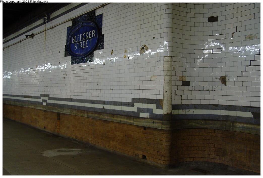 (186k, 1044x705)<br><b>Country:</b> United States<br><b>City:</b> New York<br><b>System:</b> New York City Transit<br><b>Line:</b> IRT East Side Line<br><b>Location:</b> Bleecker Street <br><b>Photo by:</b> Filip Matuska<br><b>Date:</b> 6/13/2007<br><b>Viewed (this week/total):</b> 1 / 1349