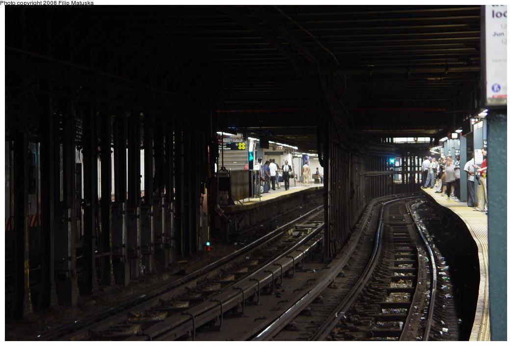 (163k, 1044x705)<br><b>Country:</b> United States<br><b>City:</b> New York<br><b>System:</b> New York City Transit<br><b>Line:</b> IRT East Side Line<br><b>Location:</b> 14th Street/Union Square <br><b>Photo by:</b> Filip Matuska<br><b>Date:</b> 6/13/2007<br><b>Viewed (this week/total):</b> 2 / 3478