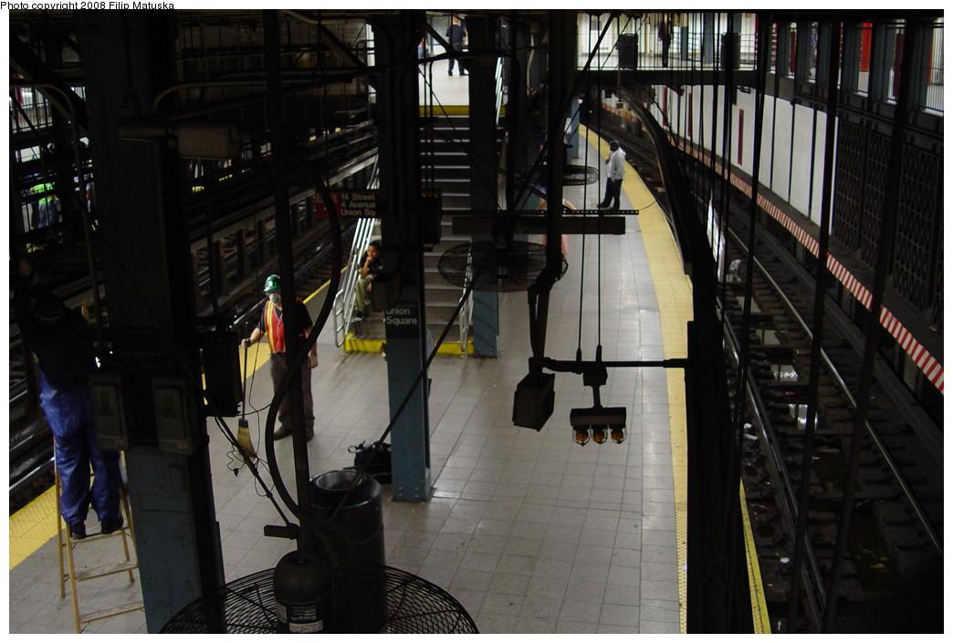 (188k, 1044x705)<br><b>Country:</b> United States<br><b>City:</b> New York<br><b>System:</b> New York City Transit<br><b>Line:</b> IRT East Side Line<br><b>Location:</b> 14th Street/Union Square <br><b>Photo by:</b> Filip Matuska<br><b>Date:</b> 6/13/2007<br><b>Viewed (this week/total):</b> 2 / 1972