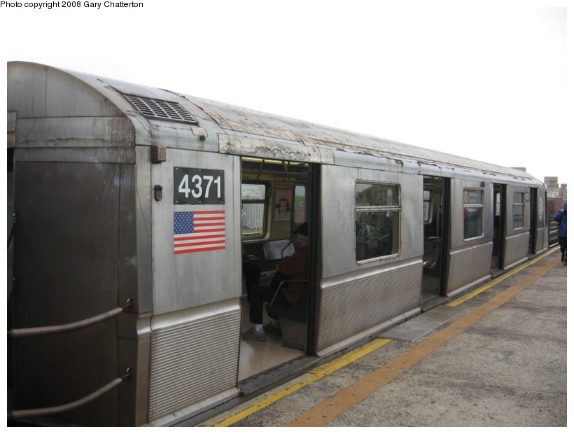 (104k, 820x620)<br><b>Country:</b> United States<br><b>City:</b> New York<br><b>System:</b> New York City Transit<br><b>Line:</b> BMT Astoria Line<br><b>Location:</b> Broadway <br><b>Route:</b> W<br><b>Car:</b> R-40 (St. Louis, 1968)  4371 <br><b>Photo by:</b> Gary Chatterton<br><b>Date:</b> 5/21/2008<br><b>Viewed (this week/total):</b> 0 / 1493